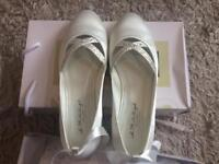 BRAND NEW Ivory Wedding Shoes - Size 7