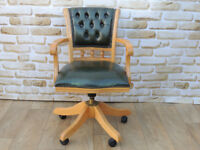 Green compact captains chair with light wooden frame (Delivery)