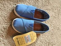 Bnwt Infant boys toms shoes uk size 8
