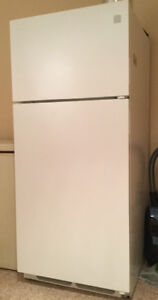 KENMORE FULL SIZE FRIDGE WITH TOP FREEZER APPROX. 21 CUBIC FEET