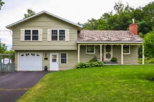 3 BD/FIREPLACE/UPGRADES/GARAGE/CABANA/FIRE PIT/SHED IN NEW MINAS