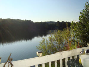 Beautiful 3 bedrooms waterfront home / cottage / chalet,