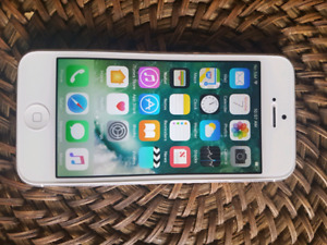 iphone5 16gb Silver Factory  Unlocked mint condition