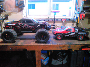 traxxas xmaxx 8s with batteries and charger.