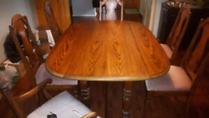 NICE SOLID OAK DINING TABLE & 6 CHAIRS