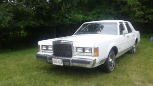 1989 Signature Series Lincoln Town Car