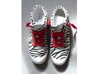 Geox canvas women's sneakers size 6.5 worn just once with red laces
