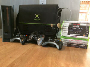 Xbox 360 Bundle (120 GB - 3 controllers - 14 games+)