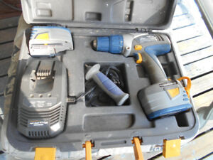 14.4 VOLT DRILL -EVERYTHING INCL, WITH  2 BATTERIES