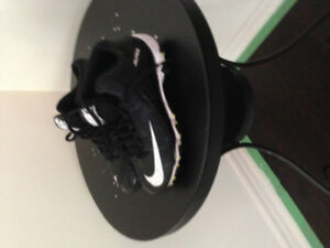 Under armor / Nike  football shoes youth