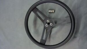 Racing steering wheel and quick disconnect