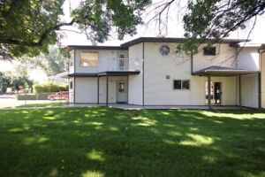 RIVERSIDE DUPLEX WITHIN WALKING DISTANCE TO DOWNTOWN!