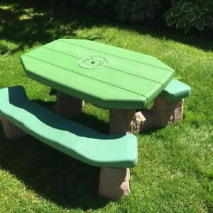 Step 2 Naturally Playful (large size) kids picnic table