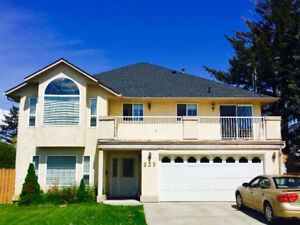 LARGE 3000 sq ft house with 1 bdrm suite!  MUST SEE Large Bright
