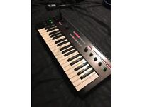 Korg R3 - Synth, Synthesizer and Vocoder with Mic. Excellent condition.