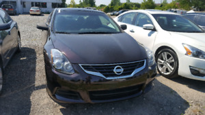 2011 Nissan Altima coupe LOW KM