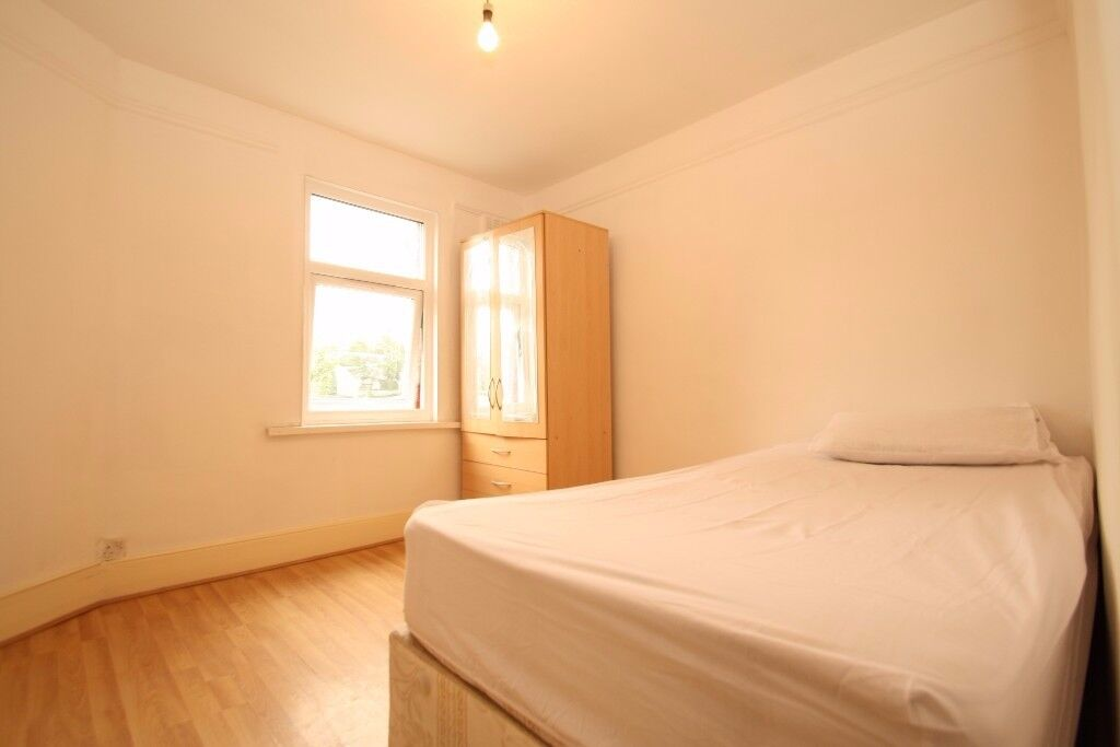 All Bills Included! Single Room With Shared Garden Close to Turnpike Lane Piccadilly Line Station.