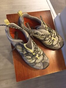 MERRELLS womens hiking shoes 9.5