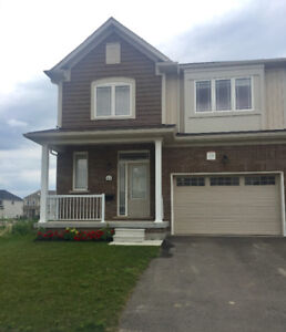 Pretty newer semi detached house for rent