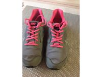 Girls trainers Nike aize 5 very good condition