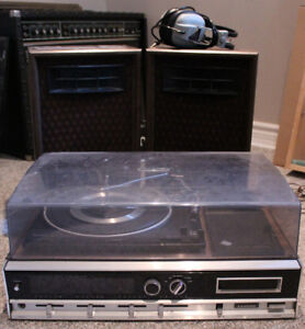 VTG Lloyd's record player w/speakers and headphones!