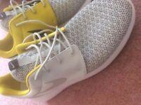 Nike Roshe mens 9 New in Rare gold colour Brand new never worn