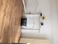 Large double room in the heart of Croydon. Inclusive of all bills £550 pcm . CR0 1NF.