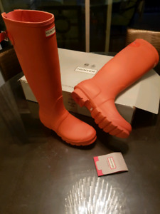 NEW HUNTER boots size 8