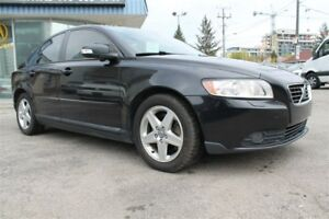 2010 Volvo S40 2.4i A, PANORAMIC MOONROOF, HEATED SEATS, CLEAN