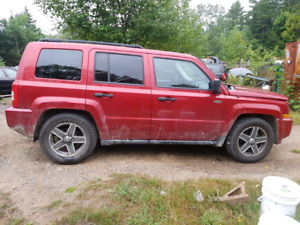 2009 jeep patriot   PARTING OUT