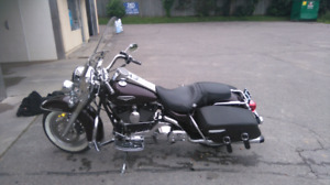 SELL OR TRADE 2006 ROAD KING CLASSIC LOW MILEAGE!
