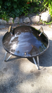 Charcoal barbque fire round pit