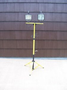 Double work light on stand