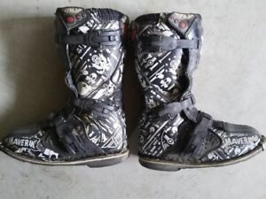 Motocross / dirt bike boots size 5 youth