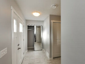 Condo Townhome - Pet Friendly - 2 Car Garage