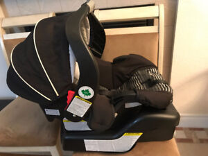Like new Graco SnugRide Classic Connect 30 Infant Car Seat