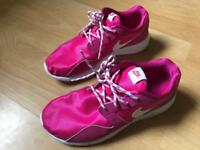 Nike trainers pink