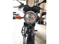 Yamaha YBR 125 motorbike and extras