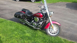 Red and Black Kawasaki Vulcan 900 Classic LT