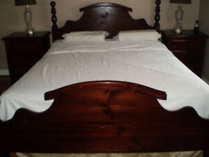 Gorgeous! Complete Queen Bedroom Set