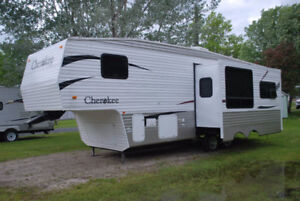 Cherokee Lite 28' fifth wheel Forest River