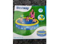 Bestway paddling pool with fun bee sprayer