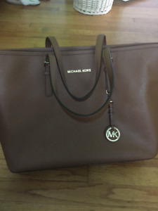 Micheal Kors purse in perfect condition
