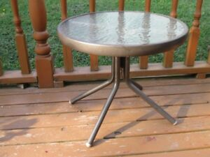 SMALL ROUND PATIO SIDE TABLE