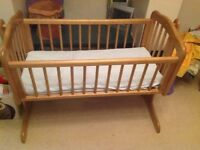 Baby crib including mattress - good condition