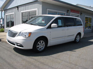 2011 Chrysler Town & Country Minivan, Van