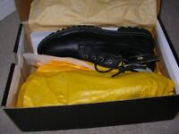 CAT safety shoes, black, brand new boxed size 9