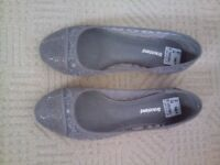 ladies new grey lace flat shoes, size 5