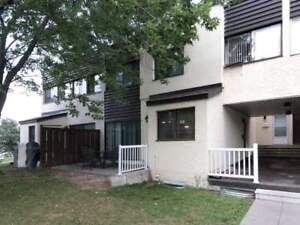 3 Bdrm, 3 Bath, Full Size Finished Bsmt Townhouse In Applewood