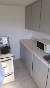 2 bedroom apartment in duplex $900 Utilities Included
